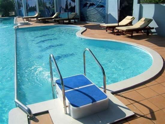 Địa chỉ bán máy bơm bể bơi CHẤT sản xuất tại Ý